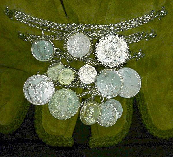 Antike Miederkette Geschnür Aus Silber Mit Dreizehn Alten Münzen